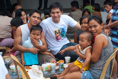 Chris with some parents of MACS Inaanak during meal time sponsored by pizza chain Greenwich.