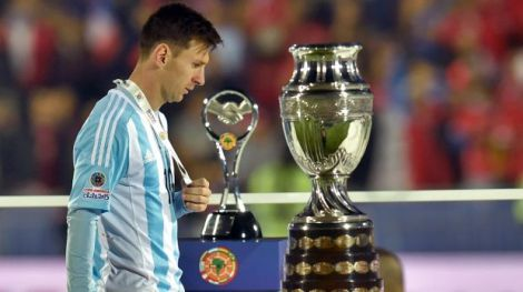 Two close, two cruel. Last year, it was the World Cup in Brazil. This time, it's the Copa America in Chile. Messi's search for an international trophy for Argentina does not end...